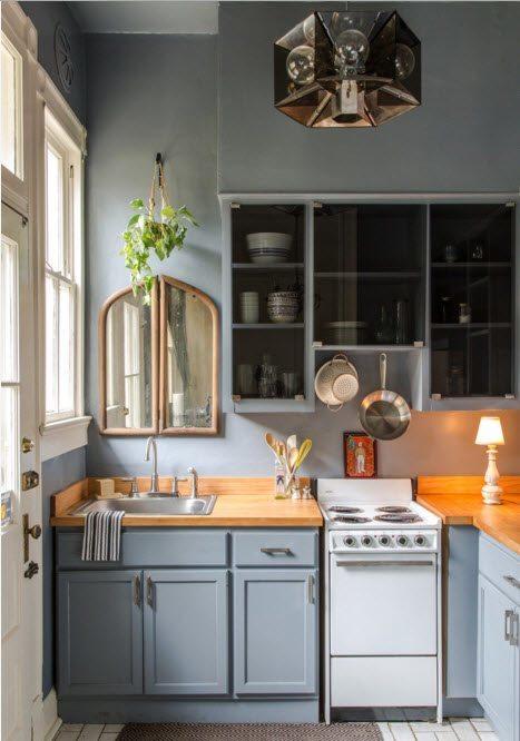 Небольшая кухня в серых тонах