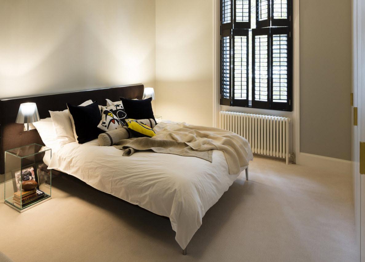 Спальня с контрастным интерьером