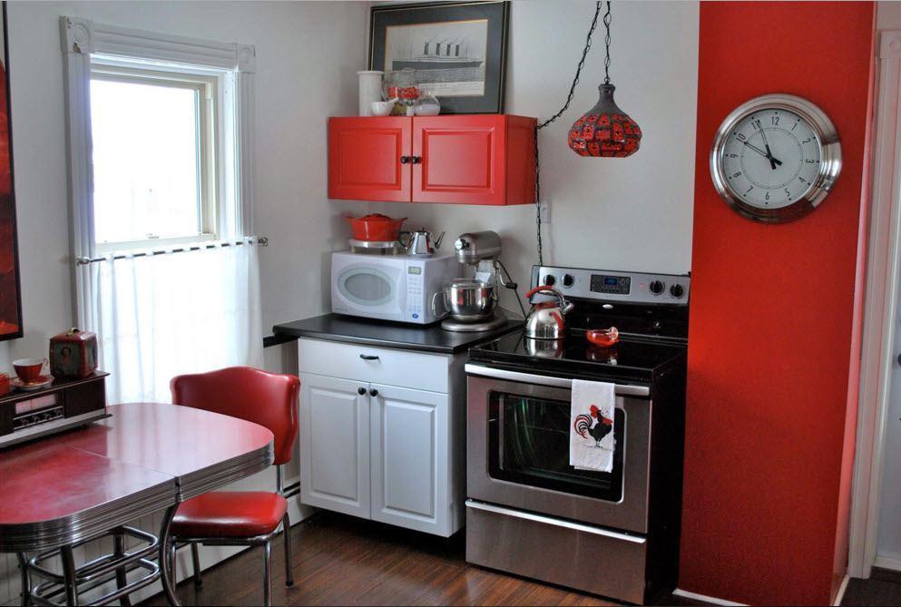 Бело-черно-красная кухня