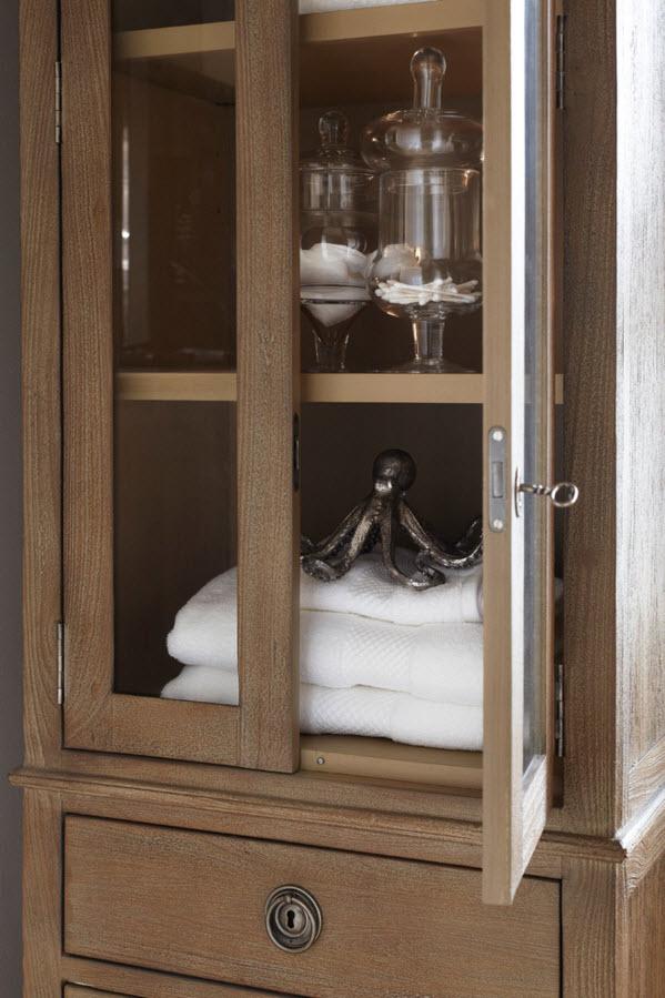 Шкаф-витрина для утилитарного пространства