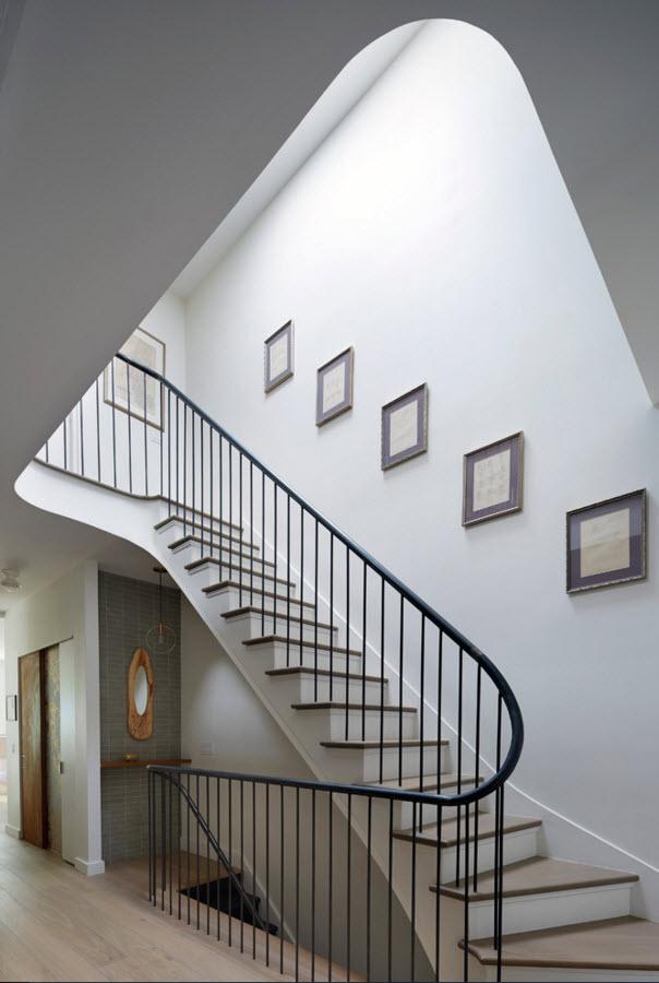 Лаконичное оформление лестницы