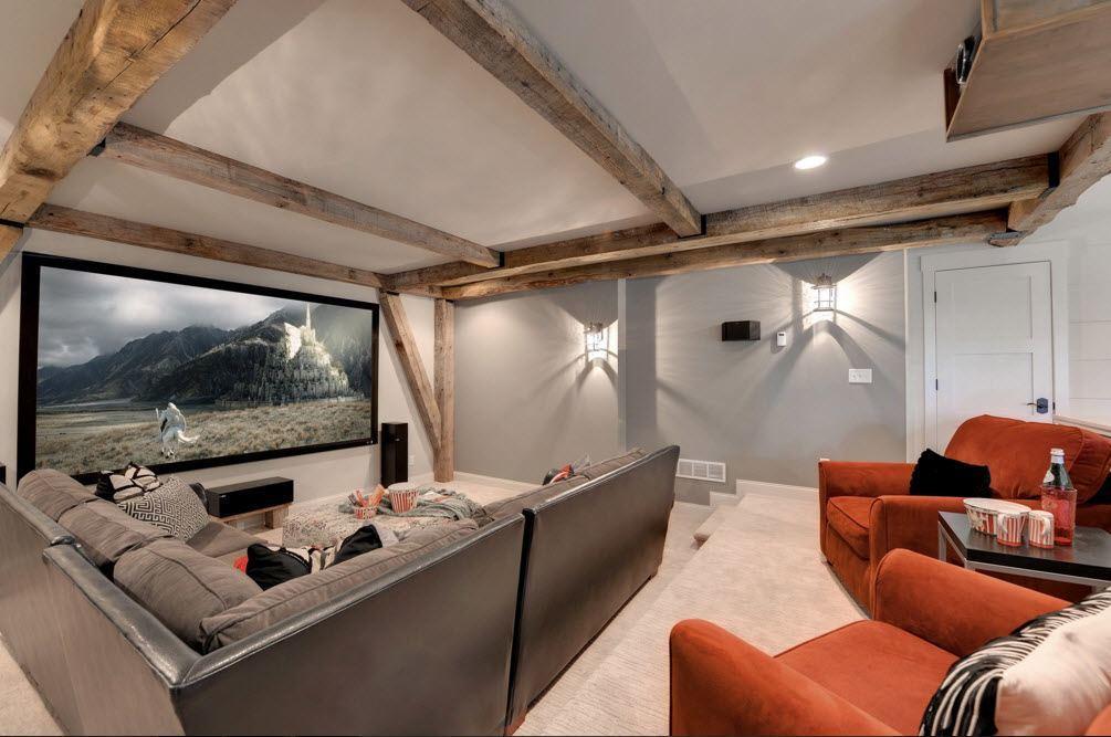 Современная гостиная с декором потолка