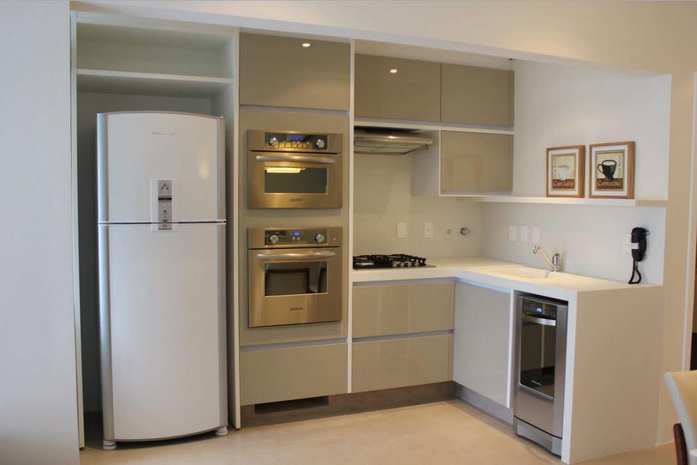 Гладкие фасады для небольшой кухни