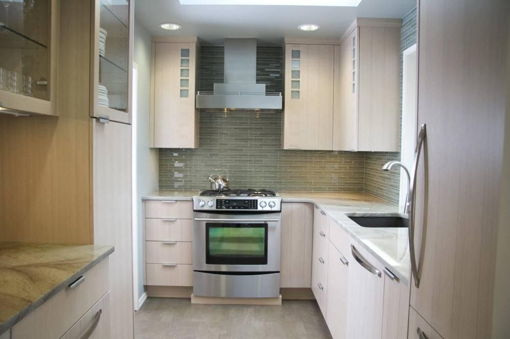 Светлая кухня в пастельных тонах