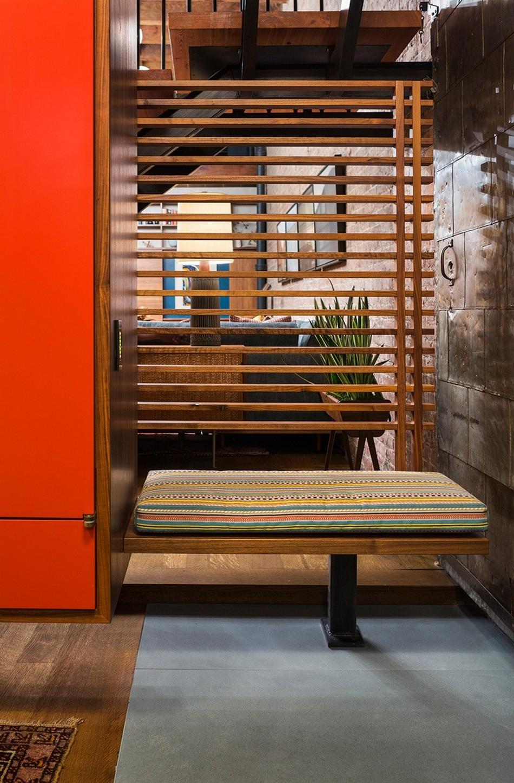 Практичный и яркий мебельный комплект
