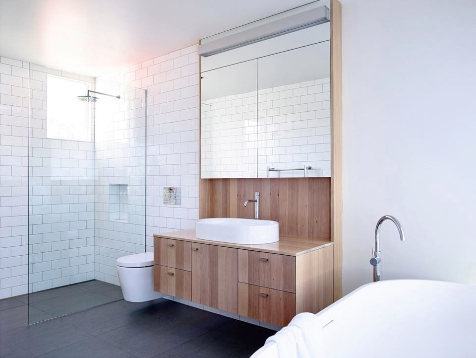 Лаконичный интерьер ванной комнаты