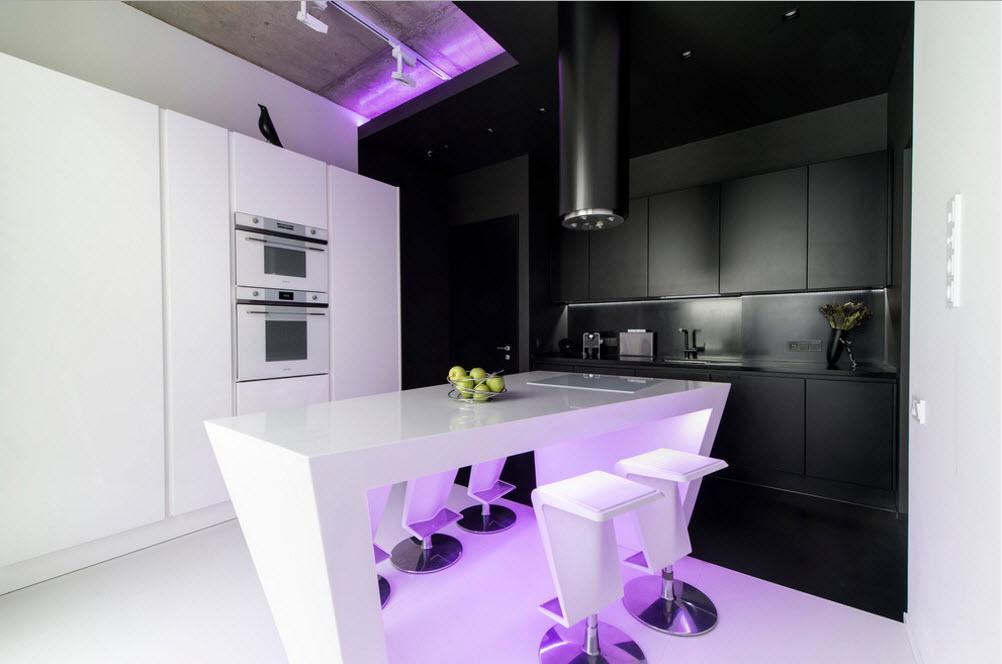 Кухонное пространство с подсветкой
