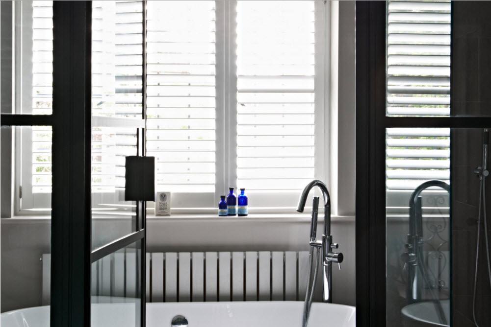 Ванная комната за стеклянной перегородкой
