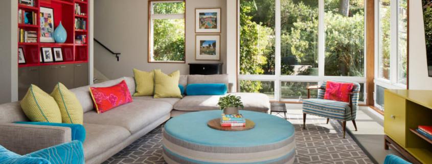 Колоритный интерьер гостиной загородного дома