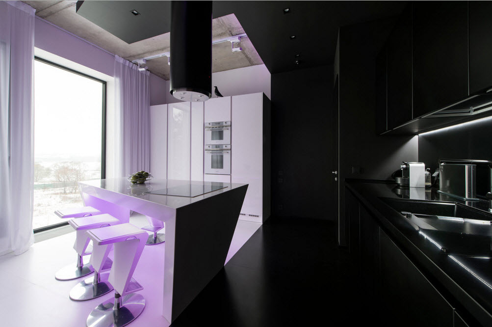 Черные и белые зоны кухонного помещения