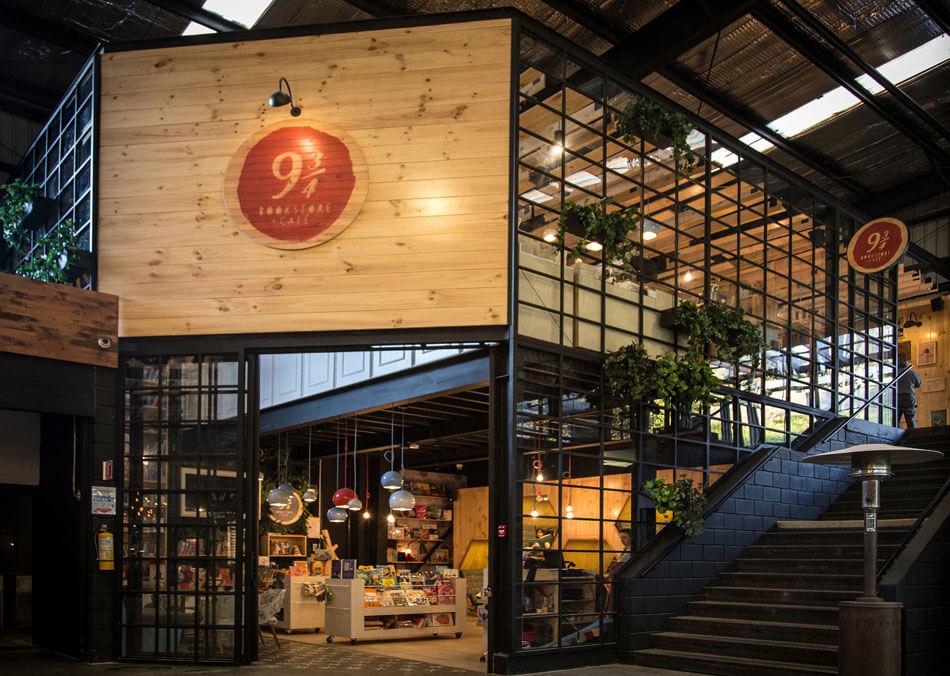 Необычный дизайн-проект книжного магазина-кафе