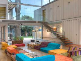 Необычные дома со стеклянными поверхностями и необычным фасадом