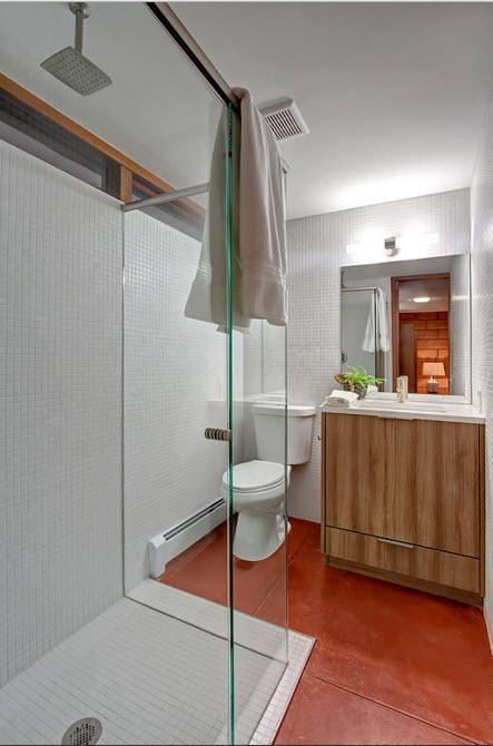 Ванная комната с рыжим полом
