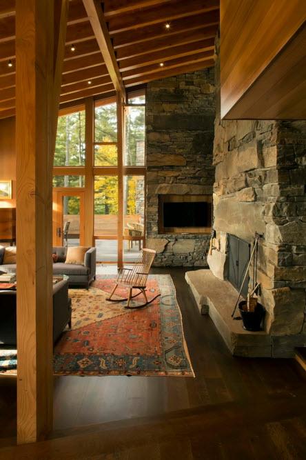 Каменная облицовка и деревянные опоры