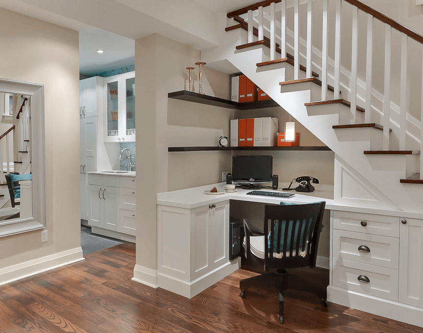 Мини-кабинет под лестницей