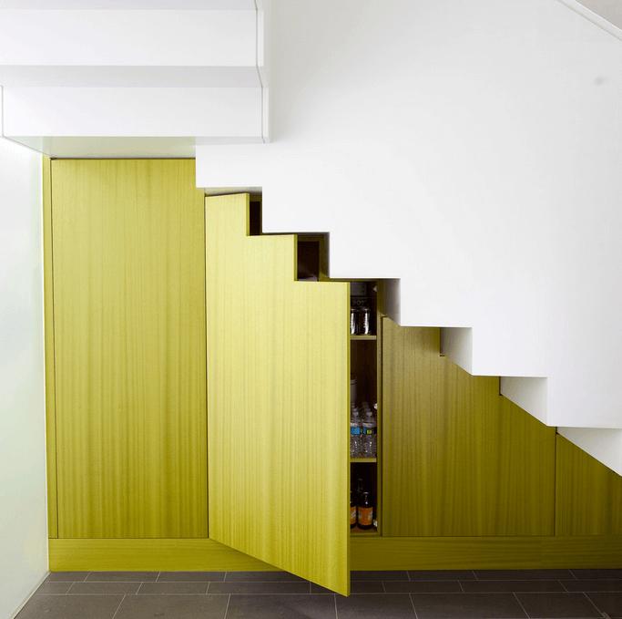 Невидимые дверцы под лестницей