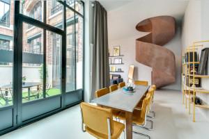 Уникальный дизайн двухуровневой квартиры