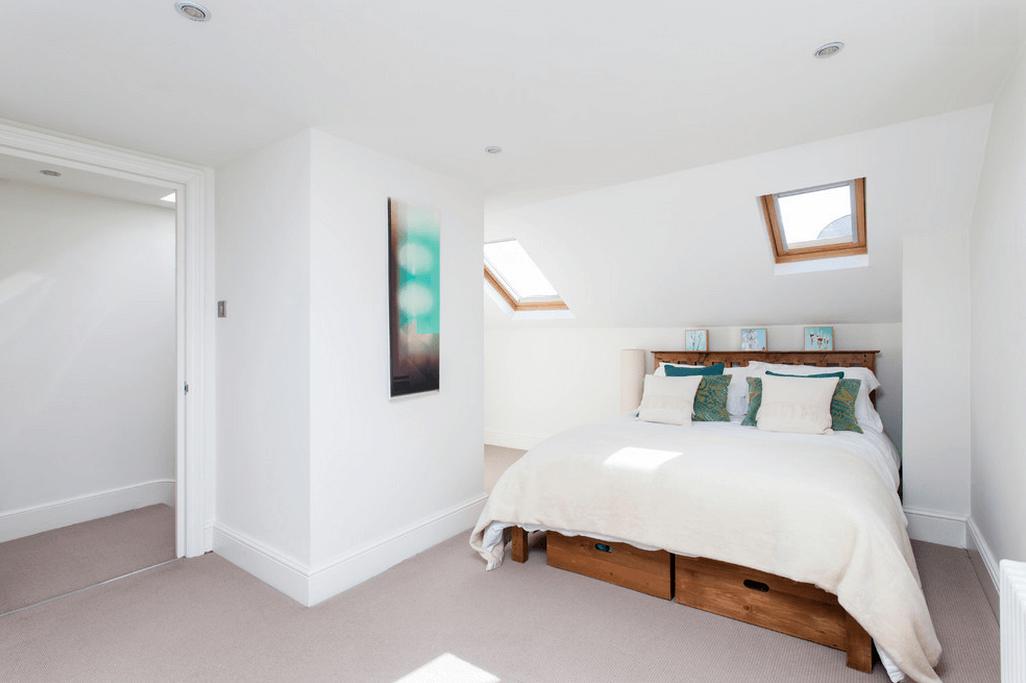 Дерев'яні ящики під колір каркасу ліжка