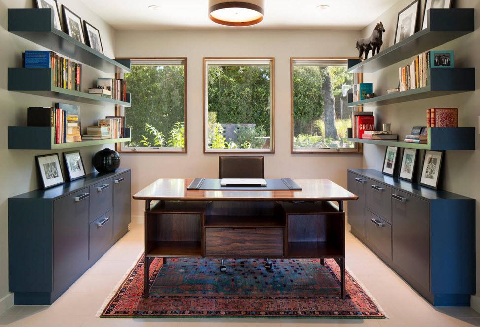 Интерьер кабинета, залитого солнцем