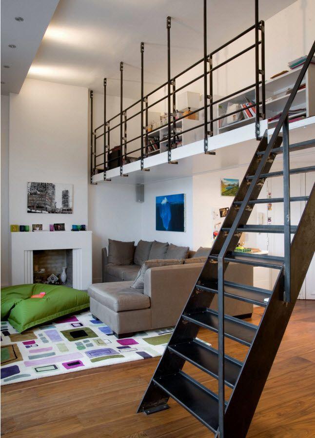 Вверх о металлической лестнице