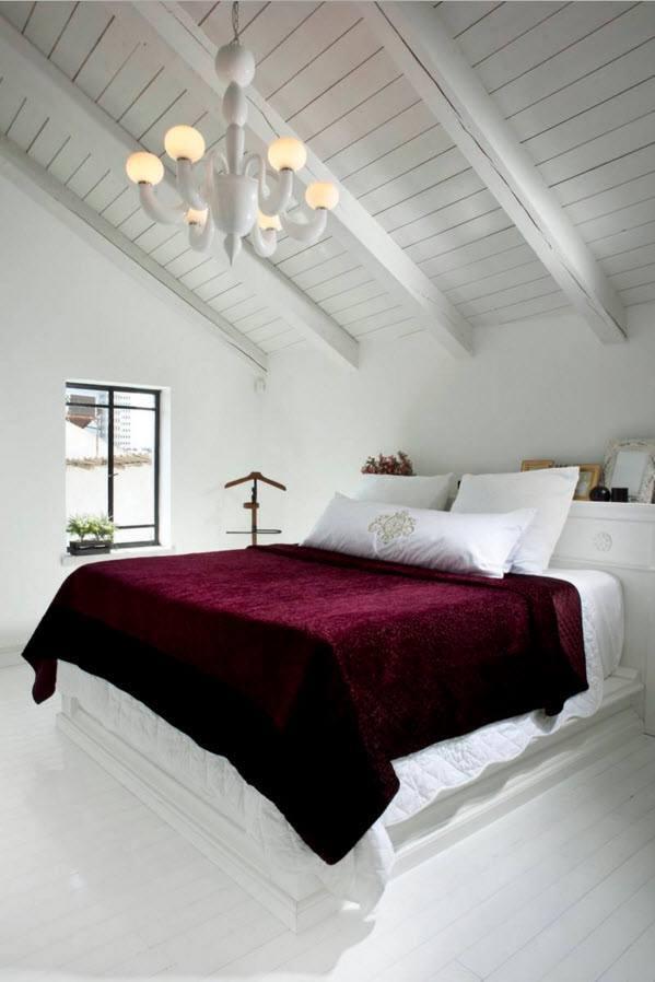 Белоснежная спальня с контрастным текстилем