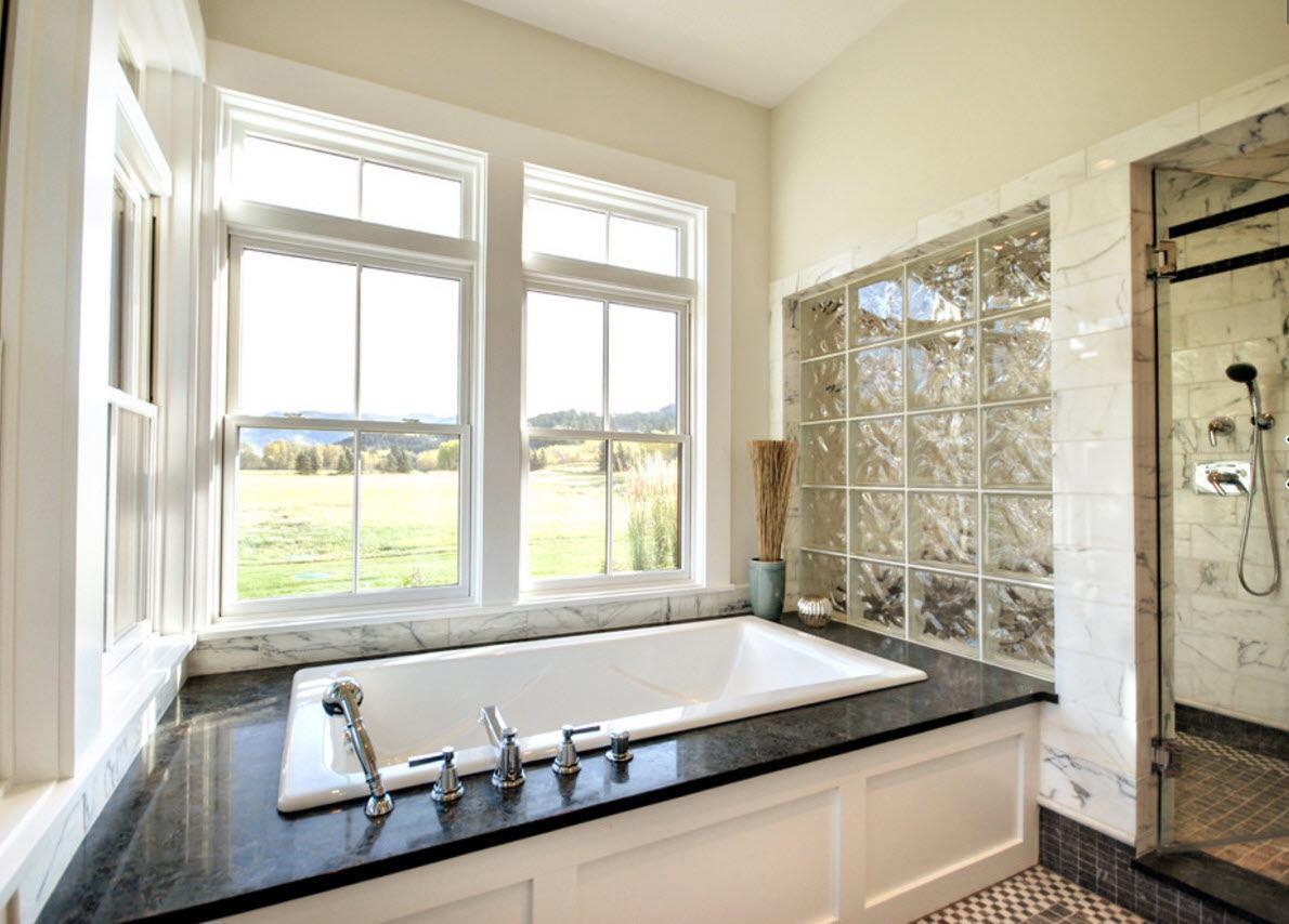 Применение стеклоблоков в ванной