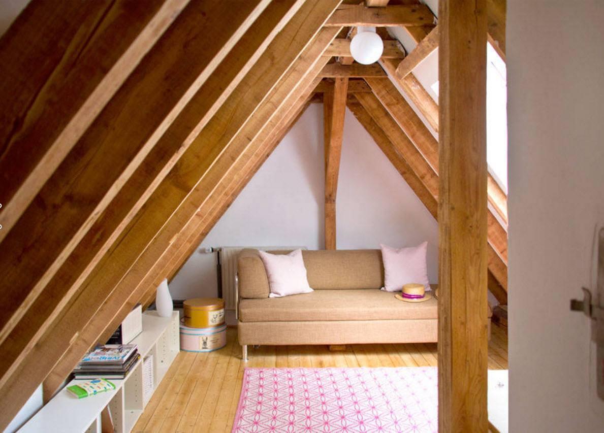 Гостиная с деревянными балками