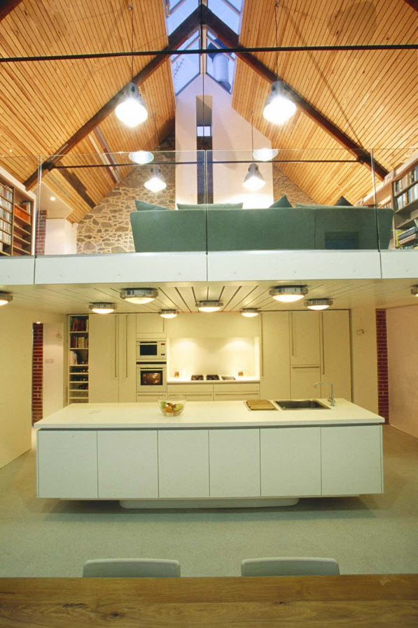 Гостиная над кухней и столовой