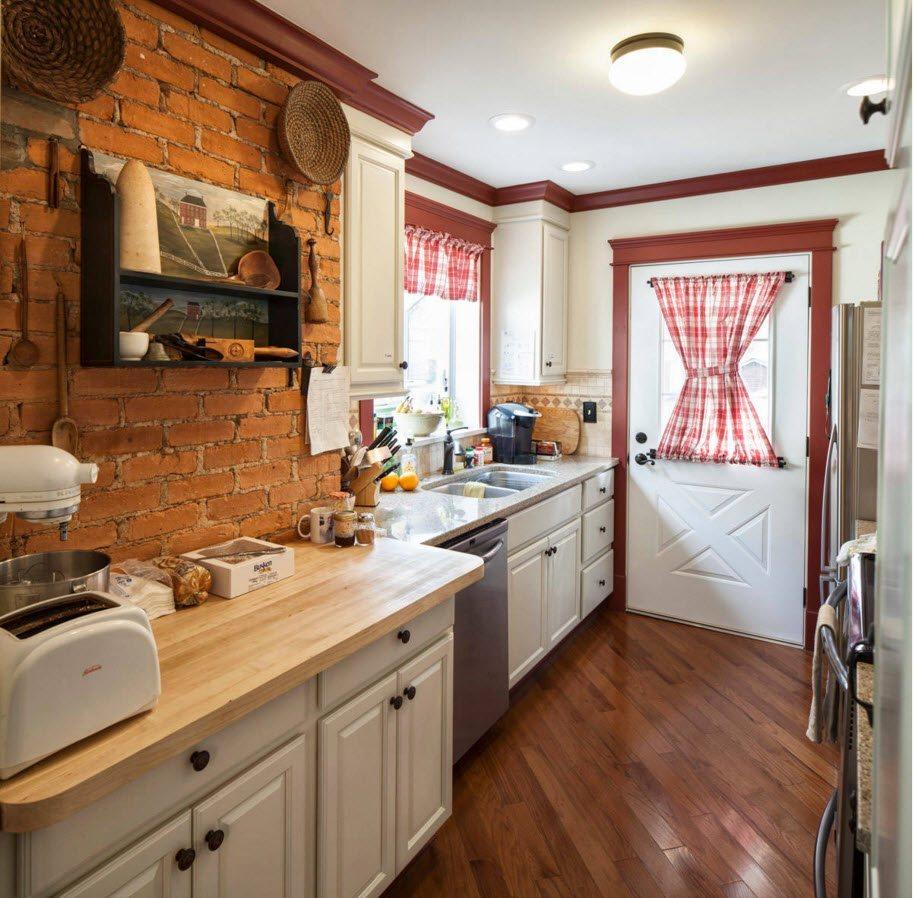 Кирпичная стена для маленькой кухни