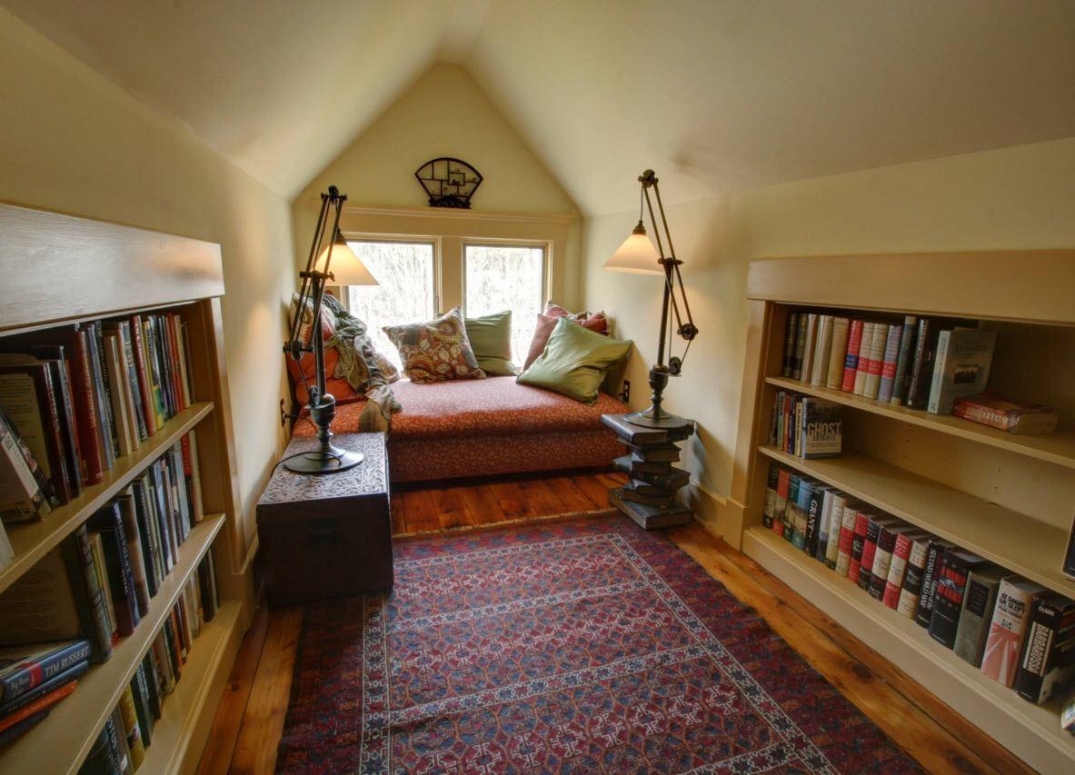Домашняя библиотека на чердаке