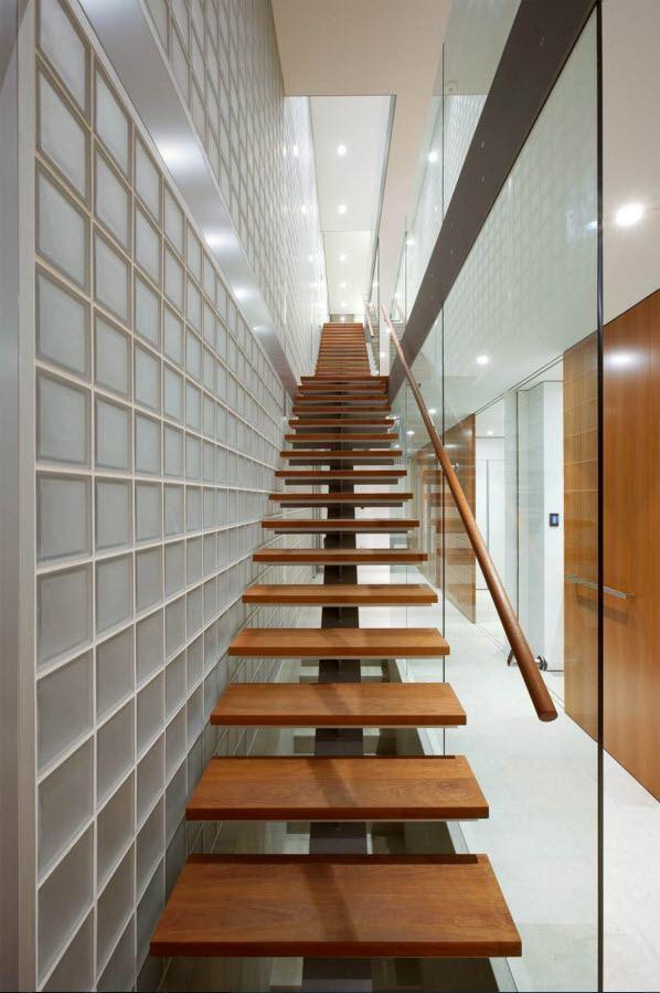 Светлое пространство у лестницы