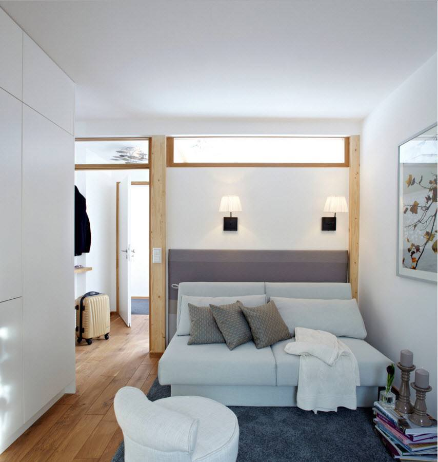 Зона гостиной в светлом интерьере