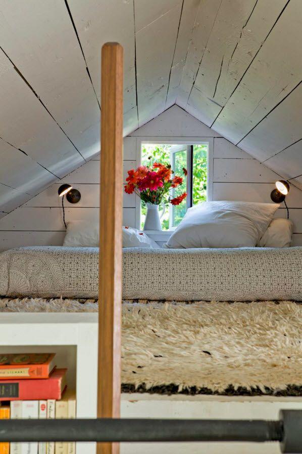 Спальная зона под самой крышей