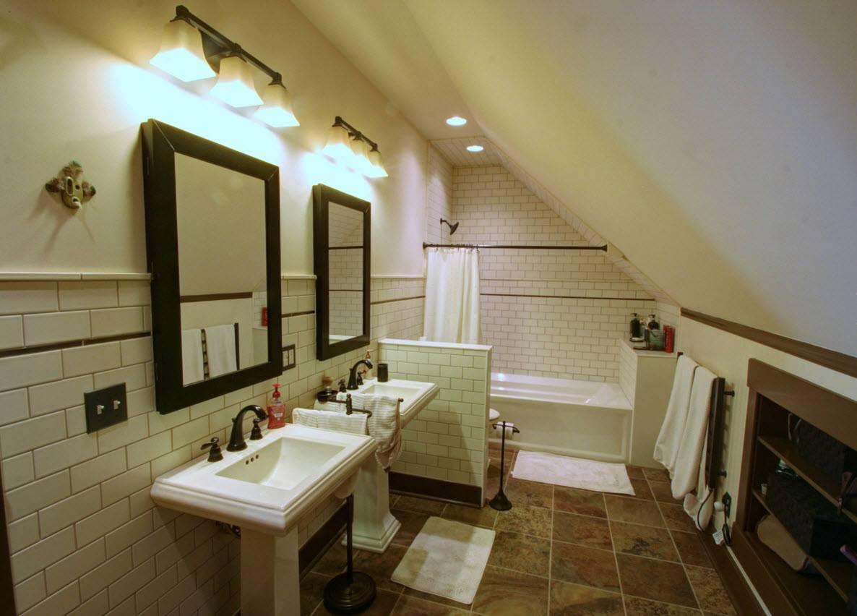 Функциональная ванная комната в чердачном пространстве