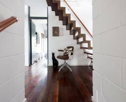 Вид сбоку на лестницу
