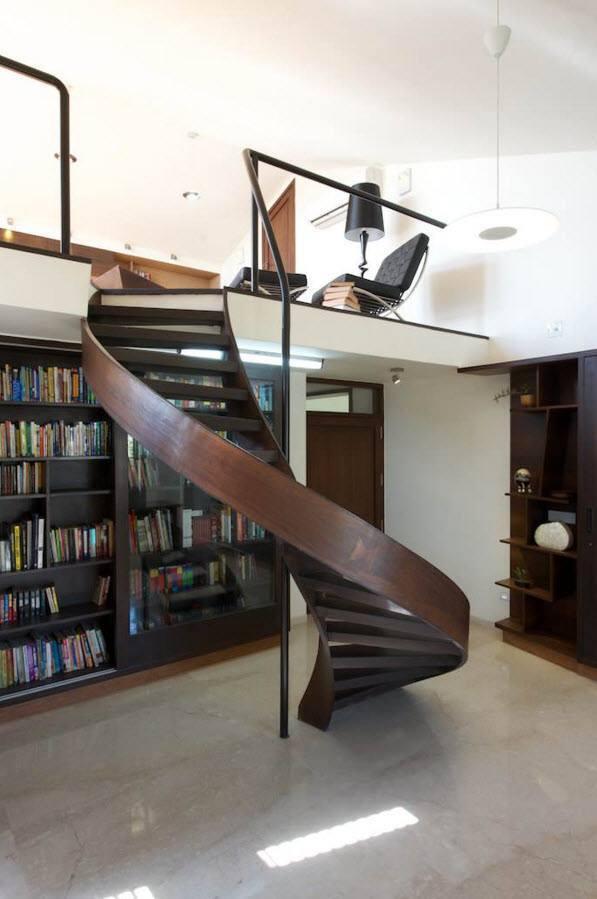 Лестница на верхний ярус