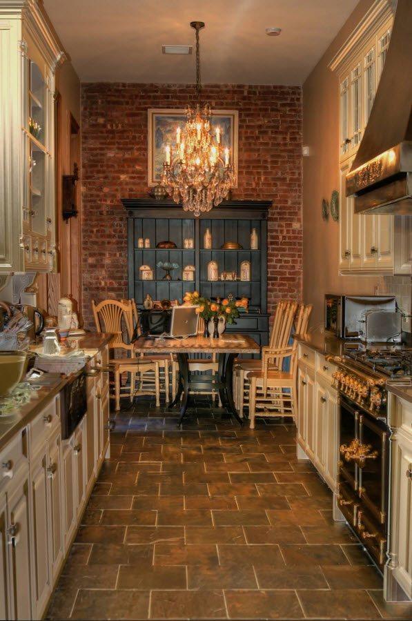 Кухня-столовая с параллельной планировкой