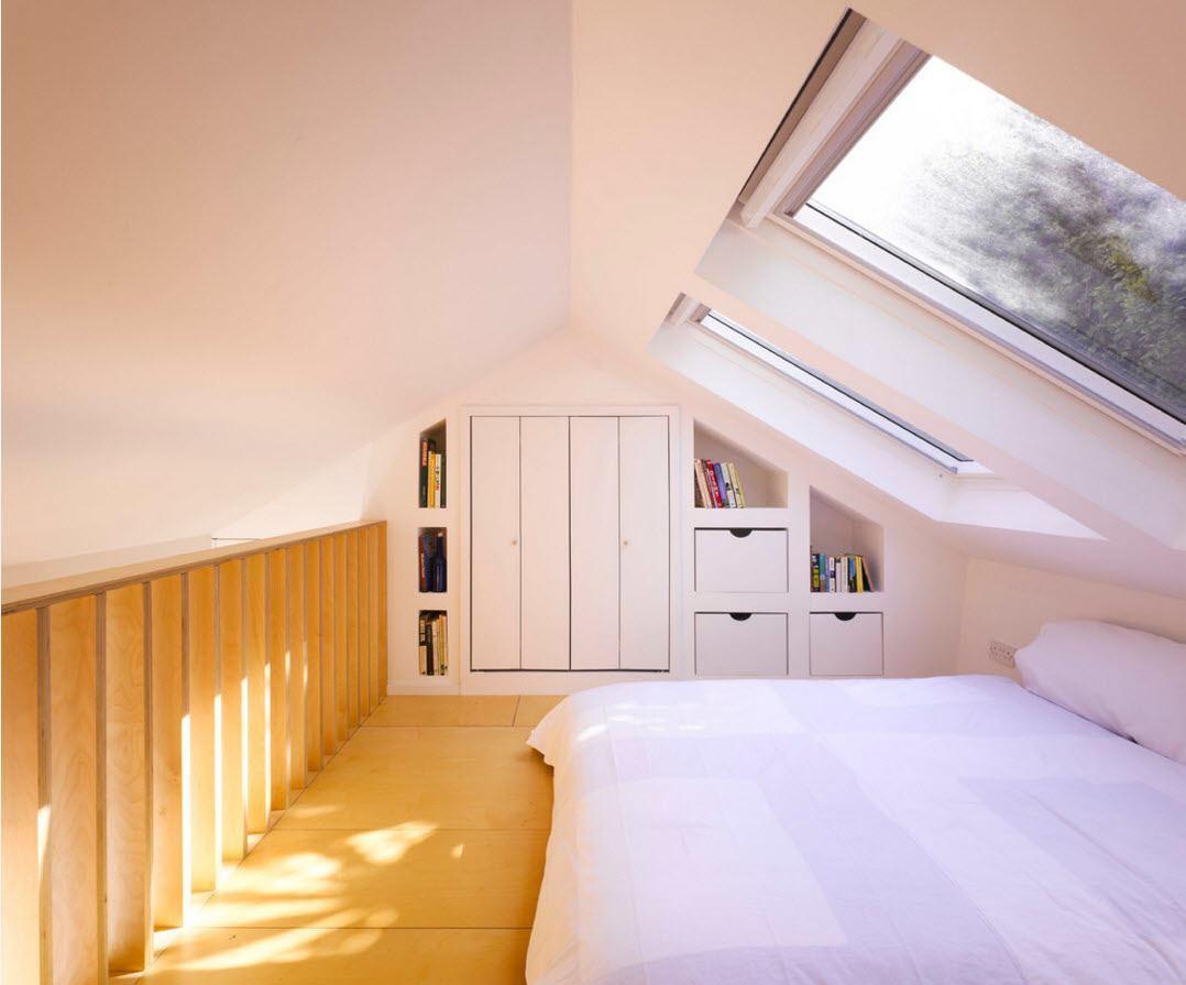 Белоснежная спальня под крышей
