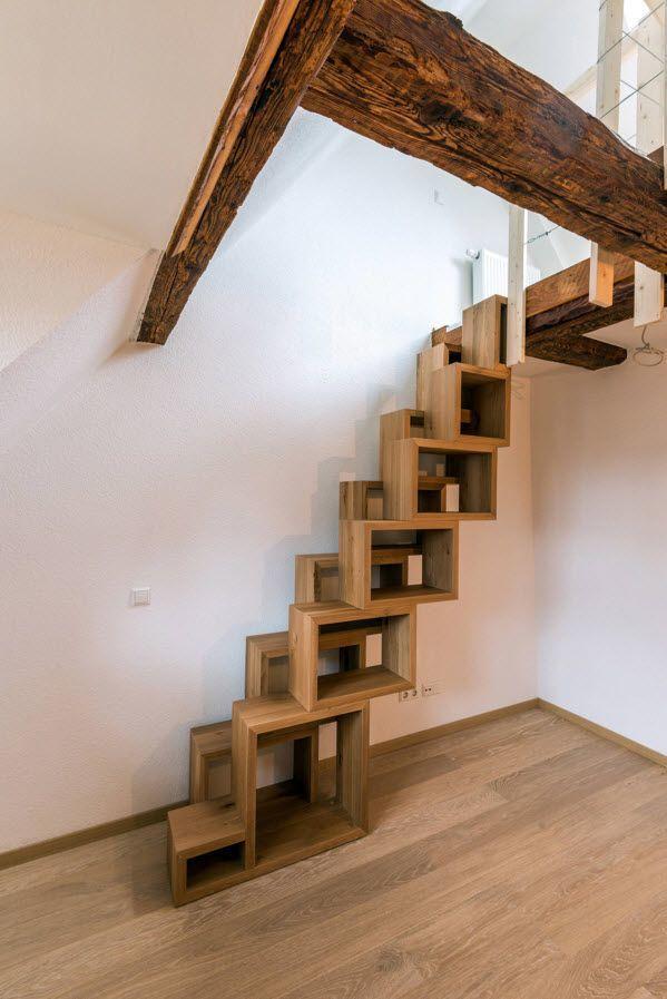 Место для хранения под ступенями