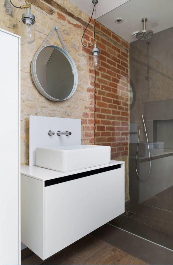 Необычная стена в ванной