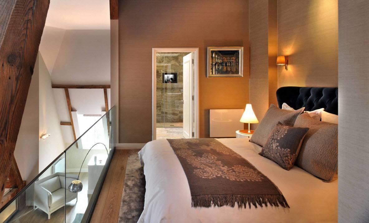 Спальня с ванной комнатой наверху