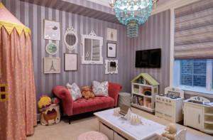 Диван для интерьера детской комнаты