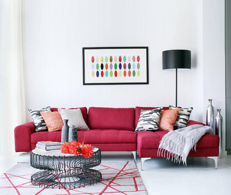 Яркий угловой диван