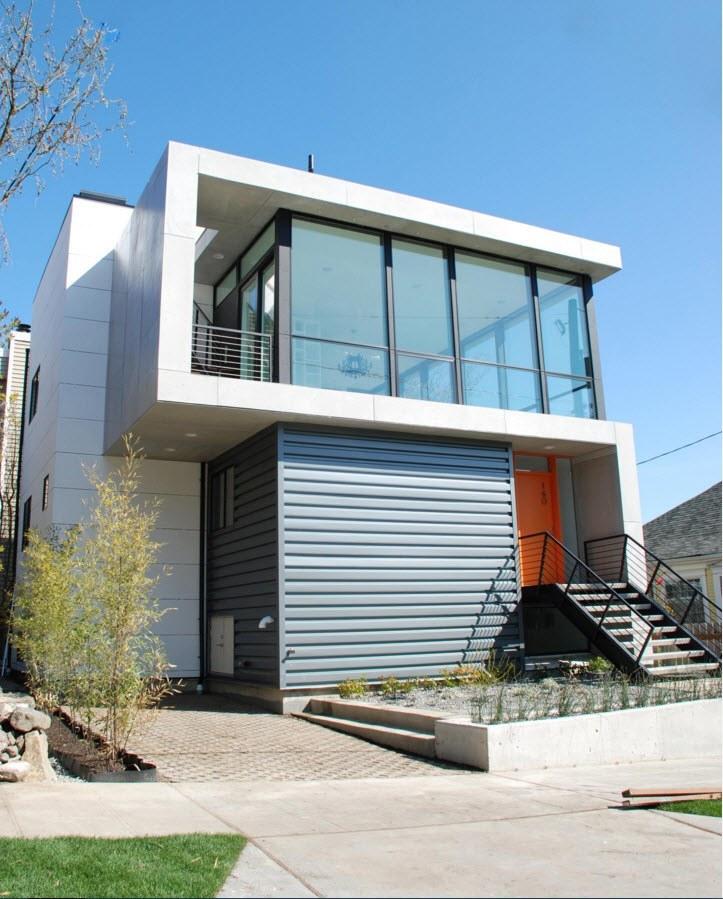 Бело-серый фасад частного дома