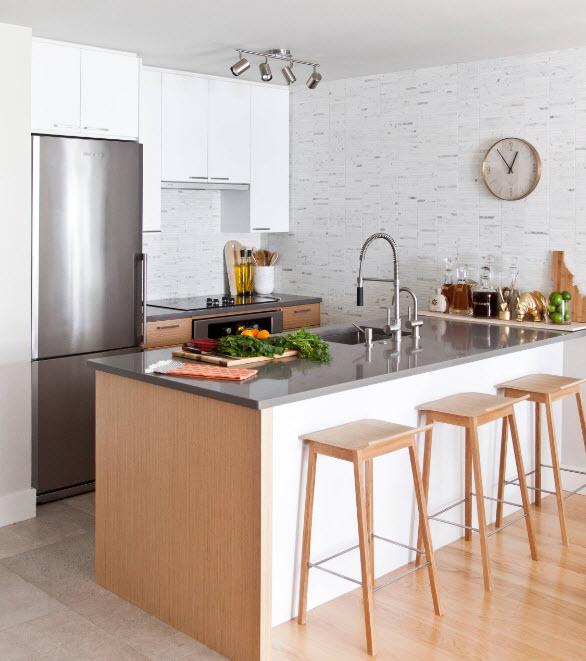 Кухня средних размеров