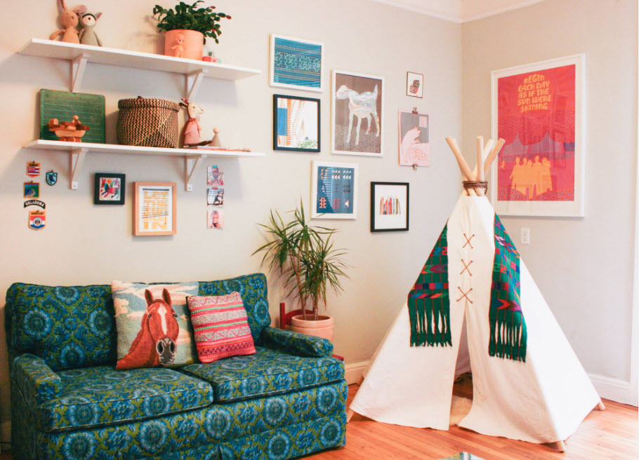 Цветная обивка дивана