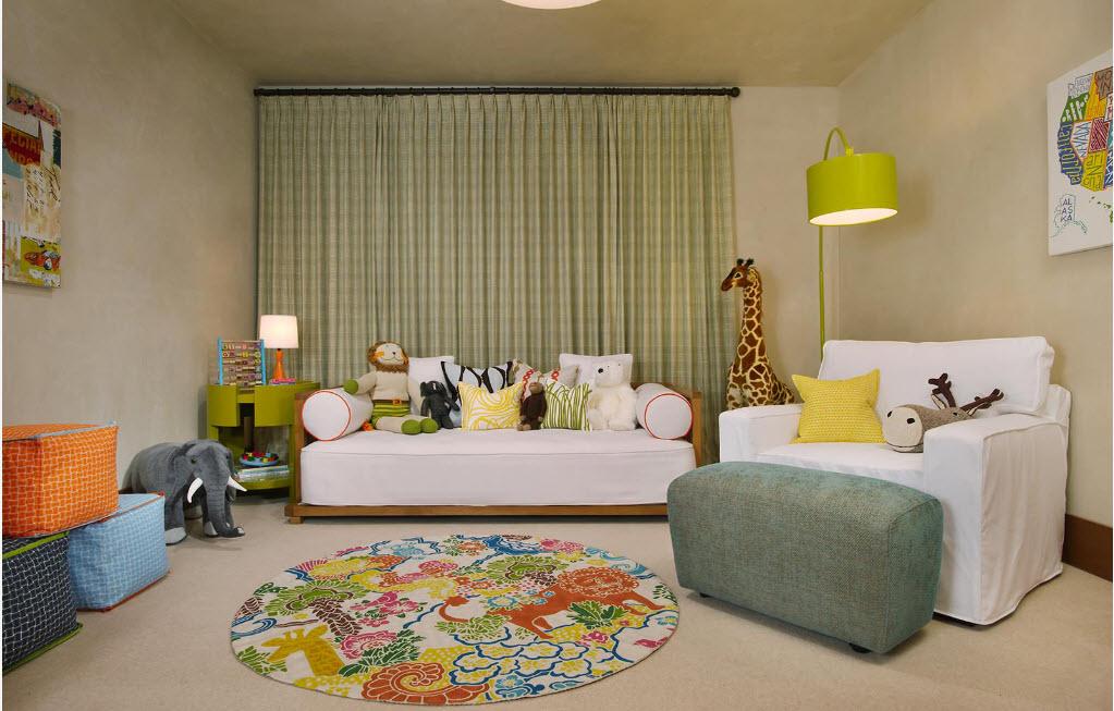 Светлые чехлы для диванов