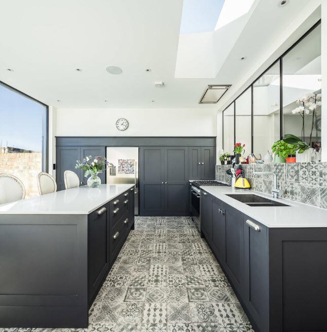 Темные фасады кухонных шкафов