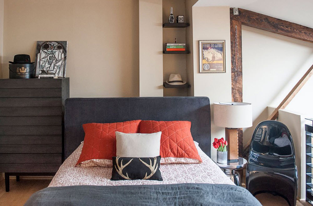 Яркие декоративные подушки