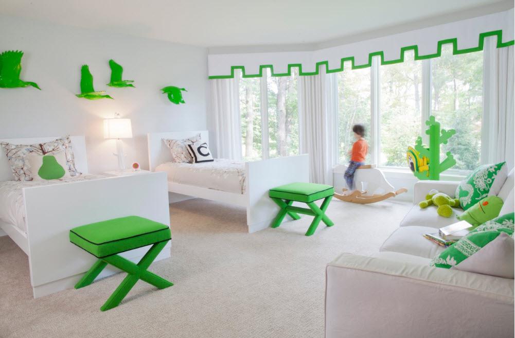 В белоснежной детской спальне